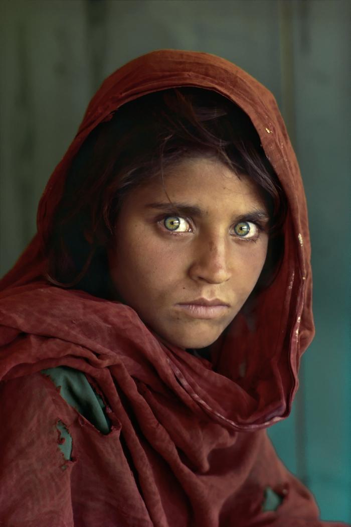 Lo se... lo se... Todo el mundo pone esta foto como ejemplo cuando se habla de McCurry, pero personalmente nunca me cansaré de verla. © Steve McCurry
