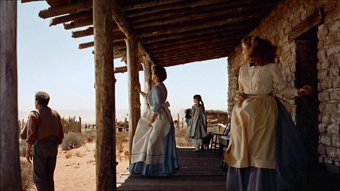 """Uno entre los innumerables planazos de """"Centauros del desierto"""" (John Ford, 1956) y es que hay quien sabe componer, hay quien es un maestro... y luego está Ford. Algunos no podremos olvidar esos rojos de Winton C. Hoch en la vida."""