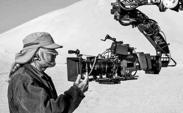 """Claudio Miranda, ASC, durante el rodaje de """"Oblivion"""" (Joseph Kosinski, 2013) rodada con Sony F-65"""
