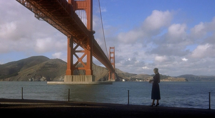 """El célebre plano del personaje de Madeleine con el Golden Gate al fondo en """"Vértigo"""" (Alfred Hitchcock, 1958) rodado en VistaVision."""