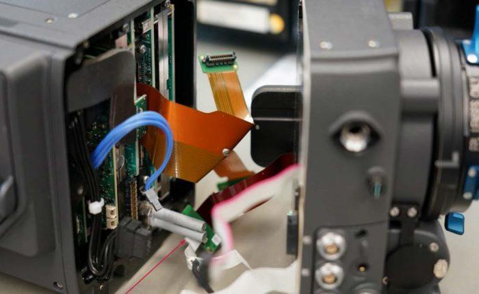 Los dos tubos de refrigeración centrales de la ARRI ALEXA LF. El tercero está situado en el módulo de grabación SXR de Codex.